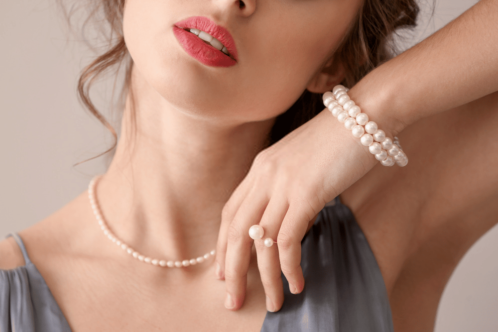 HOW TO WEAR PEARLS AND LOOK SO FASHIONABLE? 100