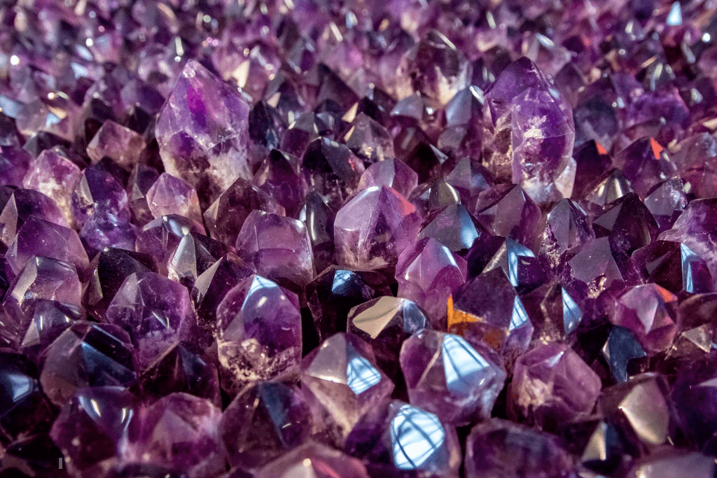 THE AMETHYST BIBLE: EVERYTHING YOU NEED TO KNOW ABOUT IT 2