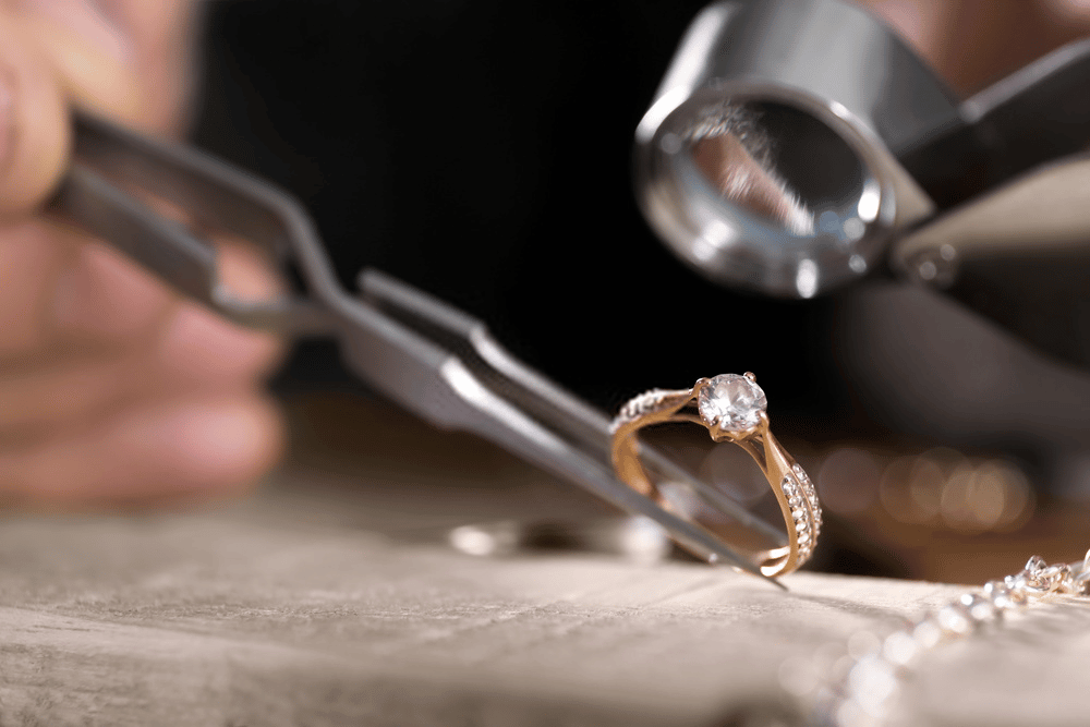 WHAT MAKES DIAMONDS SO EXPENSIVE? 1